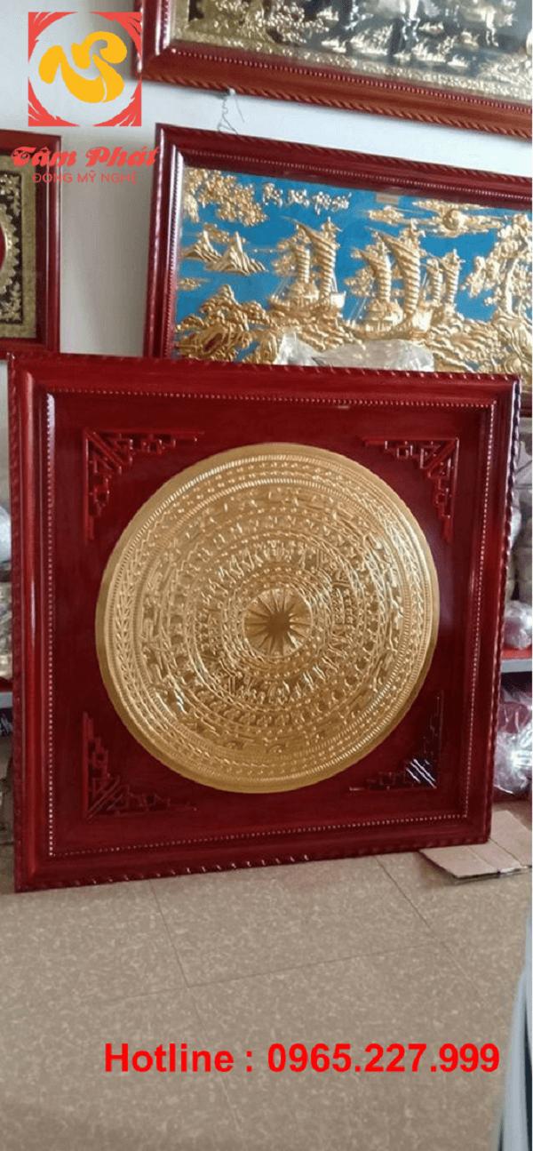 Mặt trống đồng đỏ đường kính 90cm dát vàng 9999 khung gỗ hương đỏ