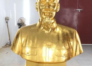 Tượng Bác Hồ Bán Thân bằng đồng đỏ dát vàng cao 1m5 đặt tại nghĩa trang Đồng Nai