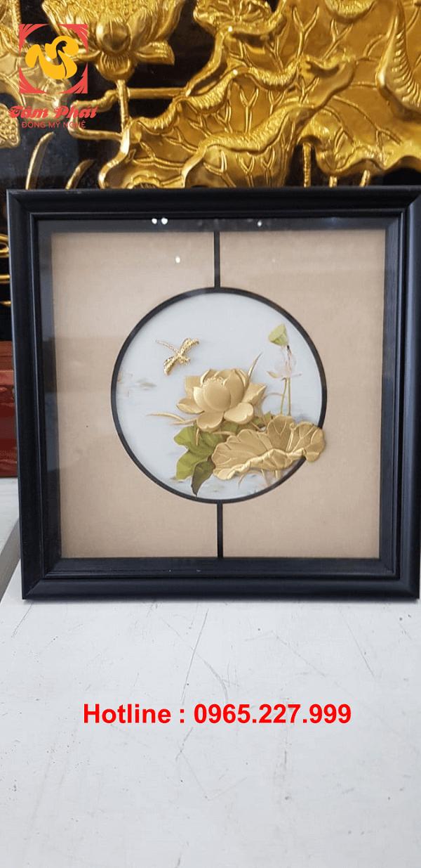 Tranh hoa sen phong thủy mạ vàng 24k tinh xảo giàu ý nghĩa