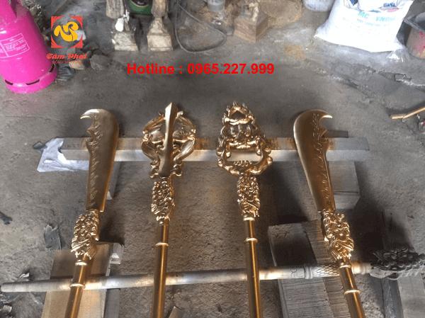 Bộ binh khí bát bửu bằng đồng cao 2m2 đẹp cổ kính trang nghiêm