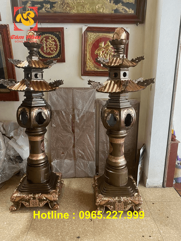 Đôi đèn thờ bằng đồng đỏ cỡ lớn cao 1m8 trọng lượng 280kg