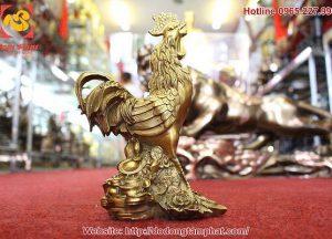 Tượng gà tài lộc đứng trên tiền bằng đồng cao 28cm